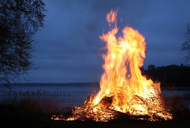 10Cara Menyalakan Api Ketika Dalam Keadaan Darurat